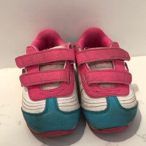 Puma Shoes - Girls Puma light up sneakers size 7